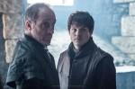 Michael McElhatton como Roose Bolton y Iwan Rheon como Ramsay Snow