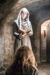 Natalie Dormer como Margaery Tyrell y Hannah Waddingham como Septa Unella