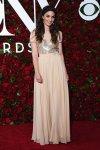 Sara Bareilles en vestido por Gomez-Gracia